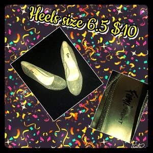 Shoes - Gold Sparkly heels !👠